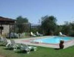 piscina agriturismo2.jpg